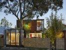 Ngôi nhà 2 tầng độc đáo được làm từ vật liệu tái chế