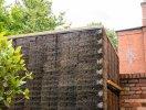 Độc đáo văn phòng làm việc được bao phủ bởi hơn 500 cây chổi dừa